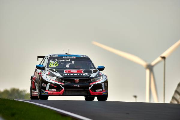 Civic Type R TCR drivers begin new WTCR campaign at Nürburgring