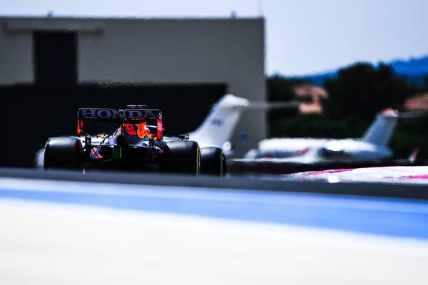 僅差の初日で、フェルスタッペンがFP2のトップタイムをマーク
