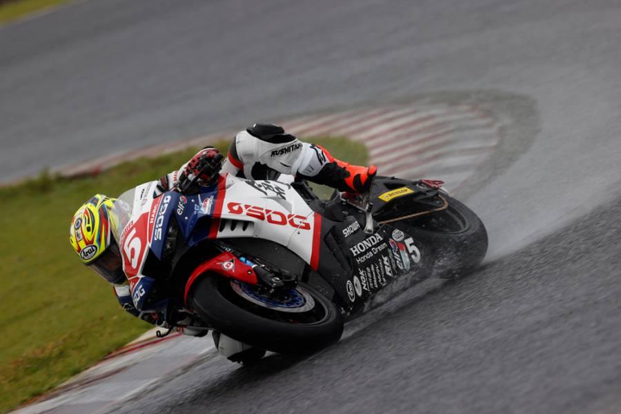 Honda勢が雨のレース1表彰台を独占