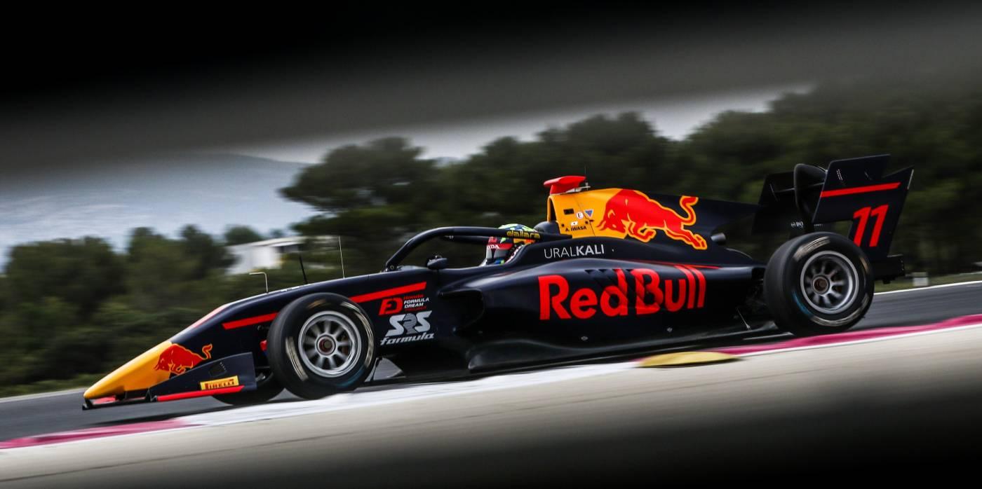 岩佐がレース1で8位、レース2で9位と連続入賞でポイントを加算