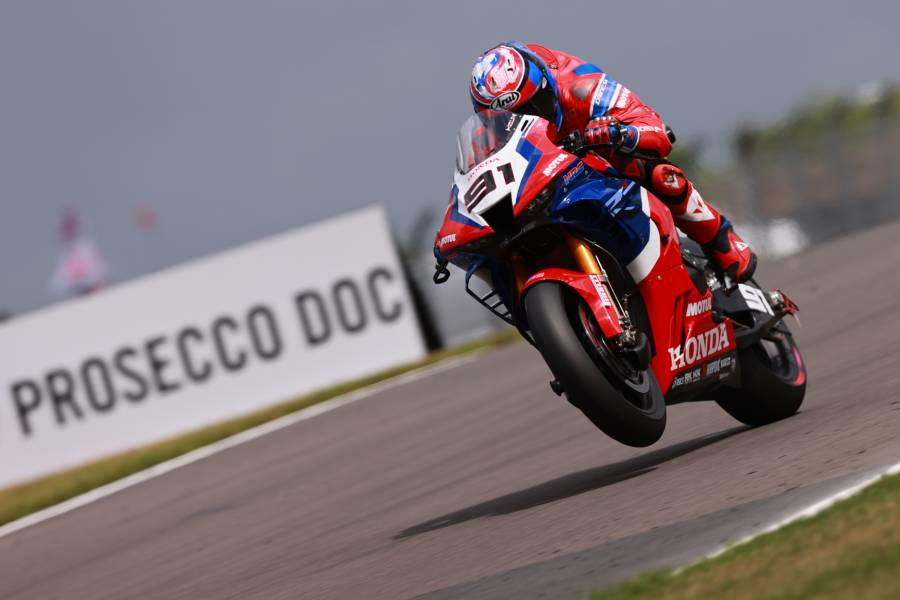 Leon Haslam a close fourth in Donington Superpole race