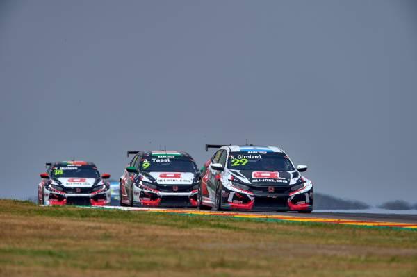 アラゴンでの一戦、Honda CIVIC TCRが苦戦の末ポイントを勝ち取る