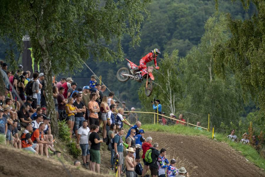 Gajser retains the MXGP red plate in Czech Republic