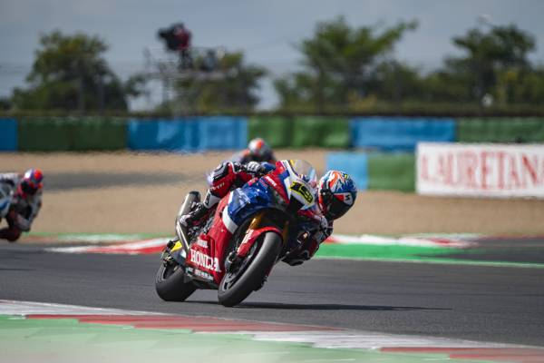 Bautista a solid sixth in race 1 at Magny-Cours; 300th WorldSBK race for Haslam
