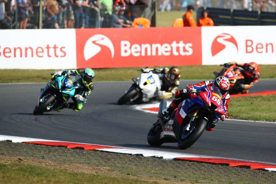 グレン・アーウィンがレース2で14位、レース3で11位となりポイントを獲得