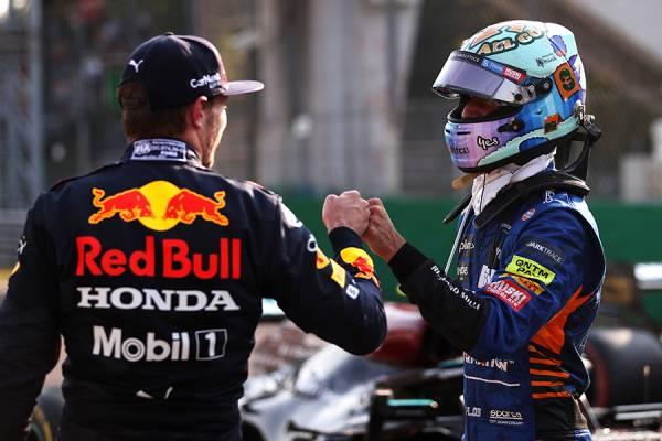 フェルスタッペンが2位に入り、明日のレースでのポールポジションを手にする