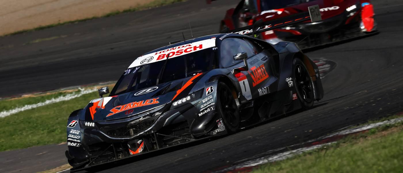 #1 STANLEY NSX-GTと#17 Astemo NSX-GTが2-3位表彰台獲得