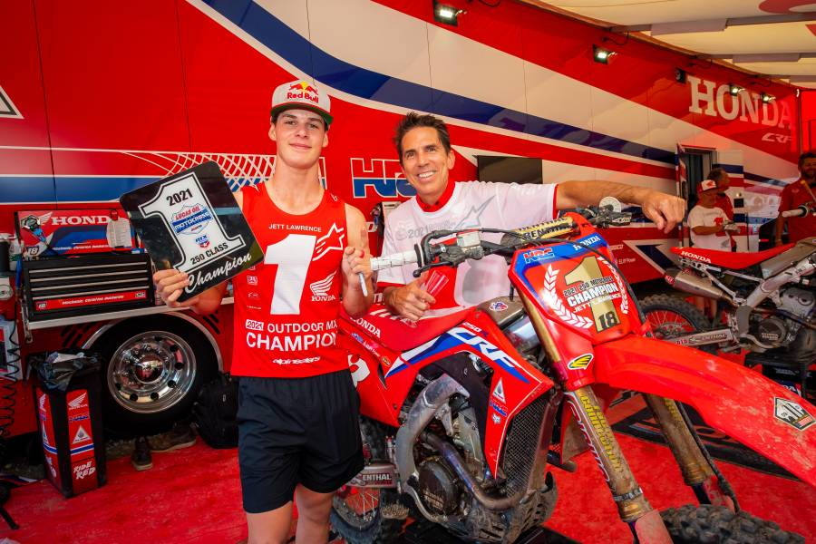 Jett Lawrence Secures AMA Pro Motocross 250MX Championship at Dramatic Finale