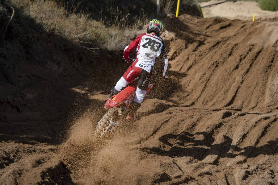 Honda racers battle Sardinian sand