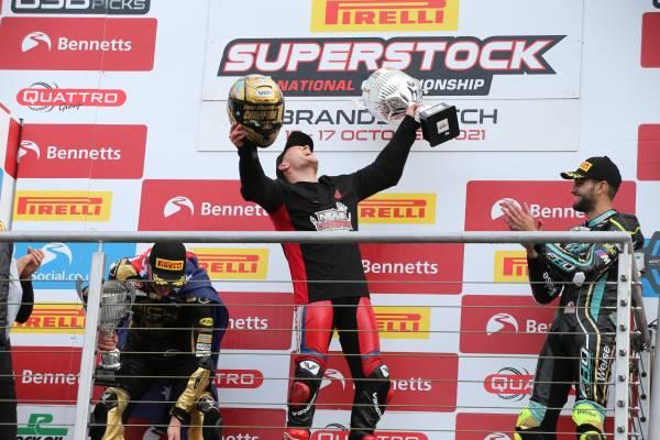 グレン・アーウィンが、総合8位でシーズンを終える。併催のスーパーストック選手権はトム・ニーブがタイトル獲得