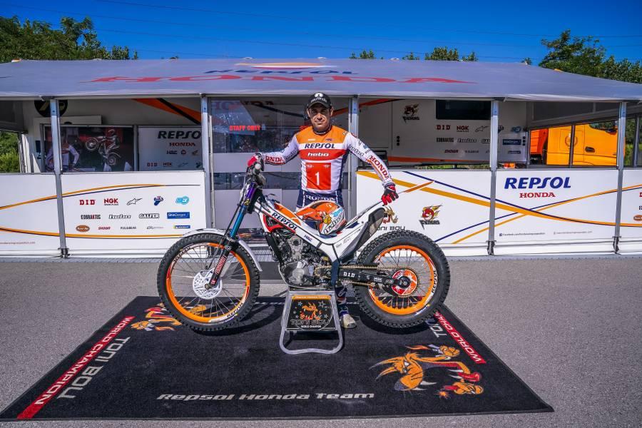 Toni Bou renews with Repsol Honda Team