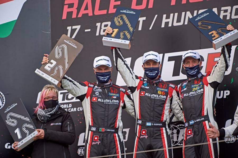 表彰台独占を喜ぶ(左から)モンテイロ、グエリエリ、ジロラミ