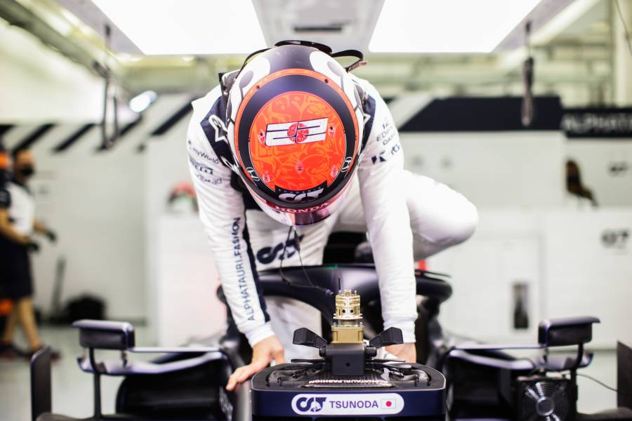 Yuki jumps in his car for Free Practice