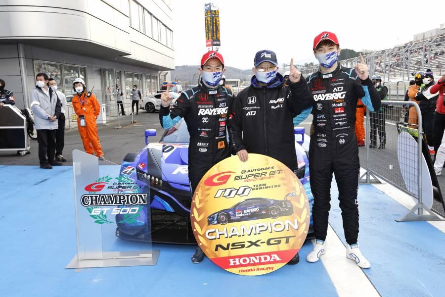 昨季チャンピオンを獲得した#100 RAYBRIG NSX-GT 山本/牧野組、高橋国光監督