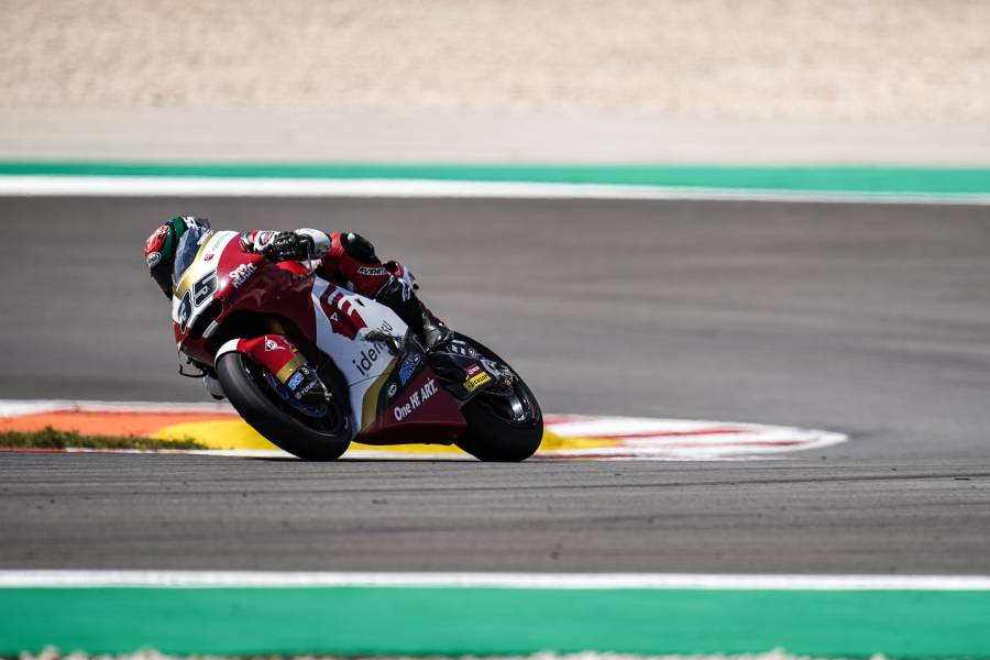 Ogura and Chantra tangle during promising Moto2 race