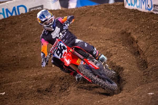 セクストンが今季最終戦で3位入賞、ロクスンがシリーズランキング2位を獲得